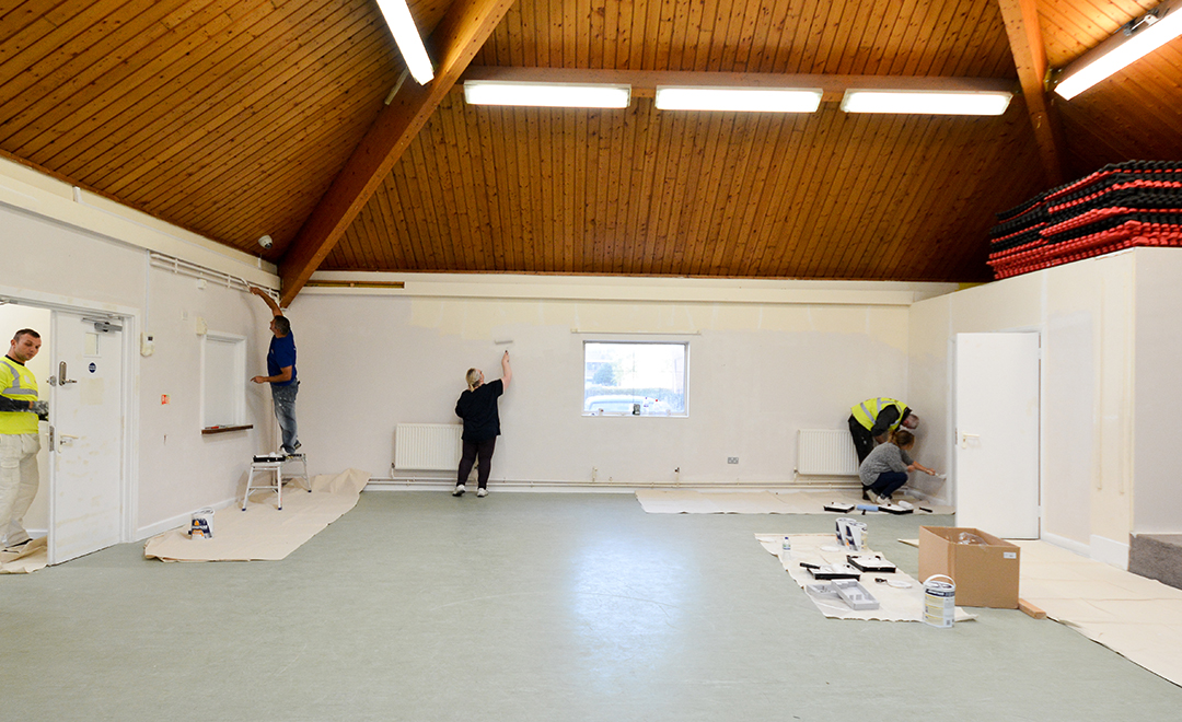 Appre tices paint a large communal space as part of the dulux painting masterclass
