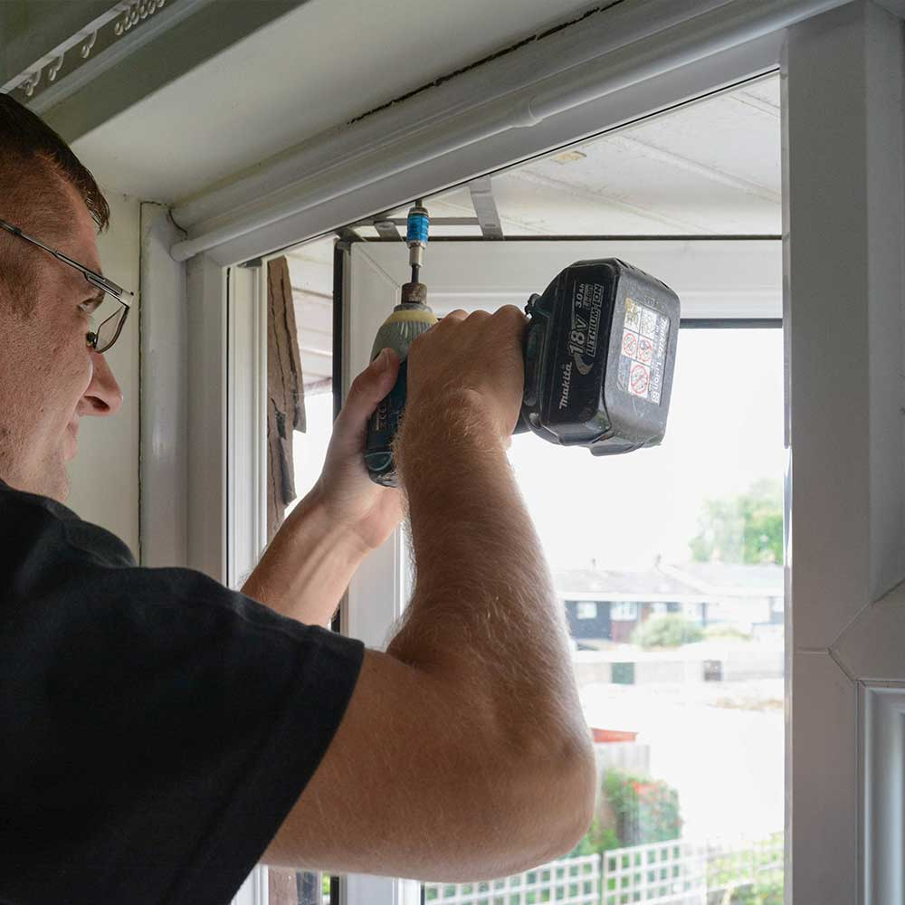 Axis operative fixing a window in partnership with Swan housing