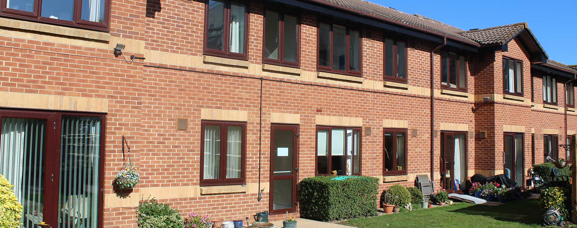 Housing block with garden space and new repairs